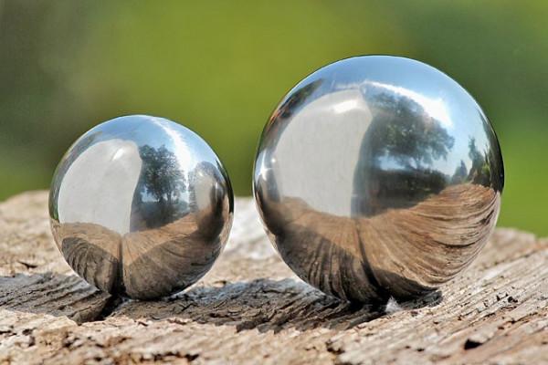 Gartenkugel Set poliert 9 und 13 cm aus Edelstahl Silber Kugel Dekokugel