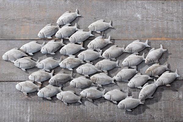 Wandbild Fischschwarm aus Eisen in Grau 97 x 54 cm Fische Bild